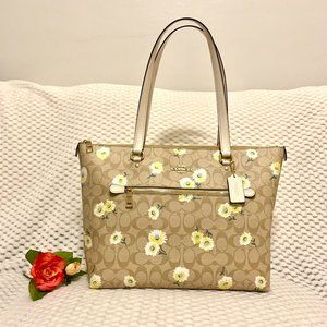 NEW Coach Gallery Tote in Daisy